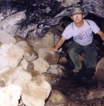 Cueva de las dos Ventanas, Isla de Pascua